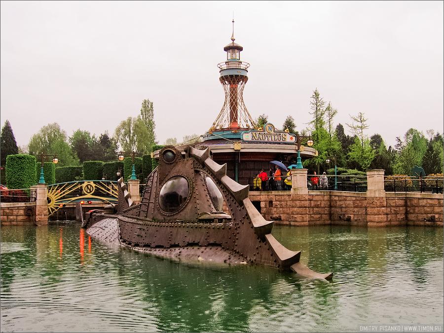 3. Парк разделен на несколько частей,это вот напримерAdventureland (Страна приключений).