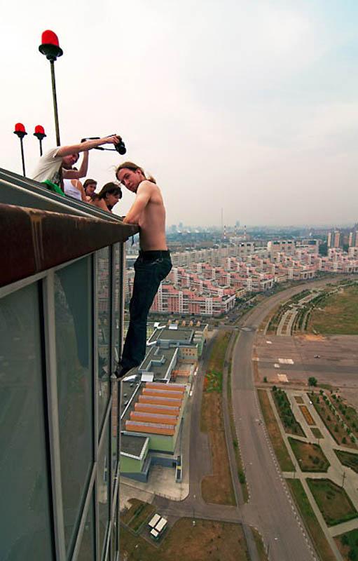 8. Пока что это увлечение Макса распространилось не только на здания Москвы, но и Санкт-Петербурга ,