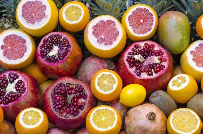© pixabay  Цитрусовые фрукты— апельсины, грейпфруты илимоны— также помогают сжигать жир иу