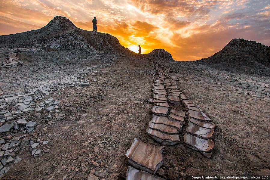 9. В Азербайджане, помимо обычных грязевых вулканов, есть также подземные и морские грязевые ву