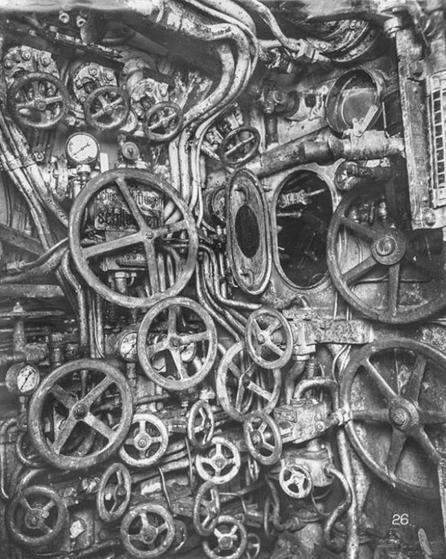 Ничего такого, внутренности подводной лодки времен Второй мировой войны.