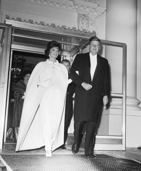 1961 год. Жаклин Кеннеди, наполовину француженку, принято считать одной из самых элегантных первых л
