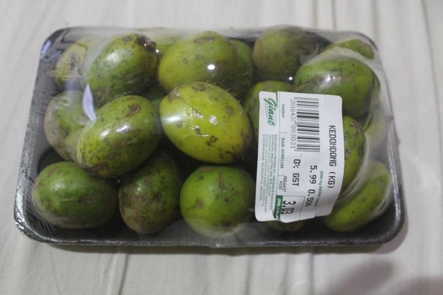 Так себе фрукт. Продается иногда в Малайзии в супермаркетах. С трудом вспоминаю, какой у него вкус &