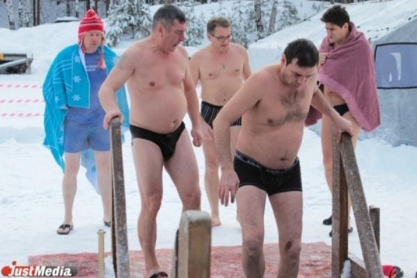 ВЕкатеринбурге едва неутонули люди: вкупели треснул лед