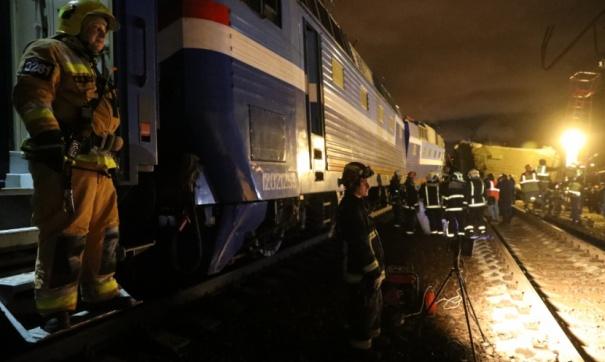 Назападе столицы столкнулись поезд иэлектричка: пострадали люди