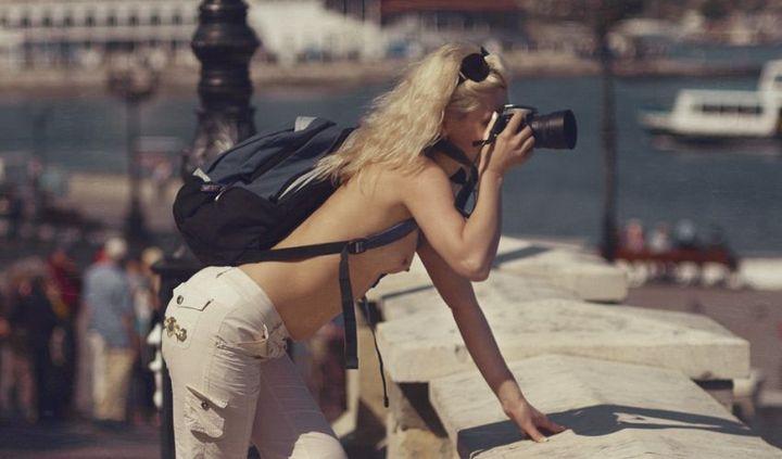 Девушки с фотоаппаратами