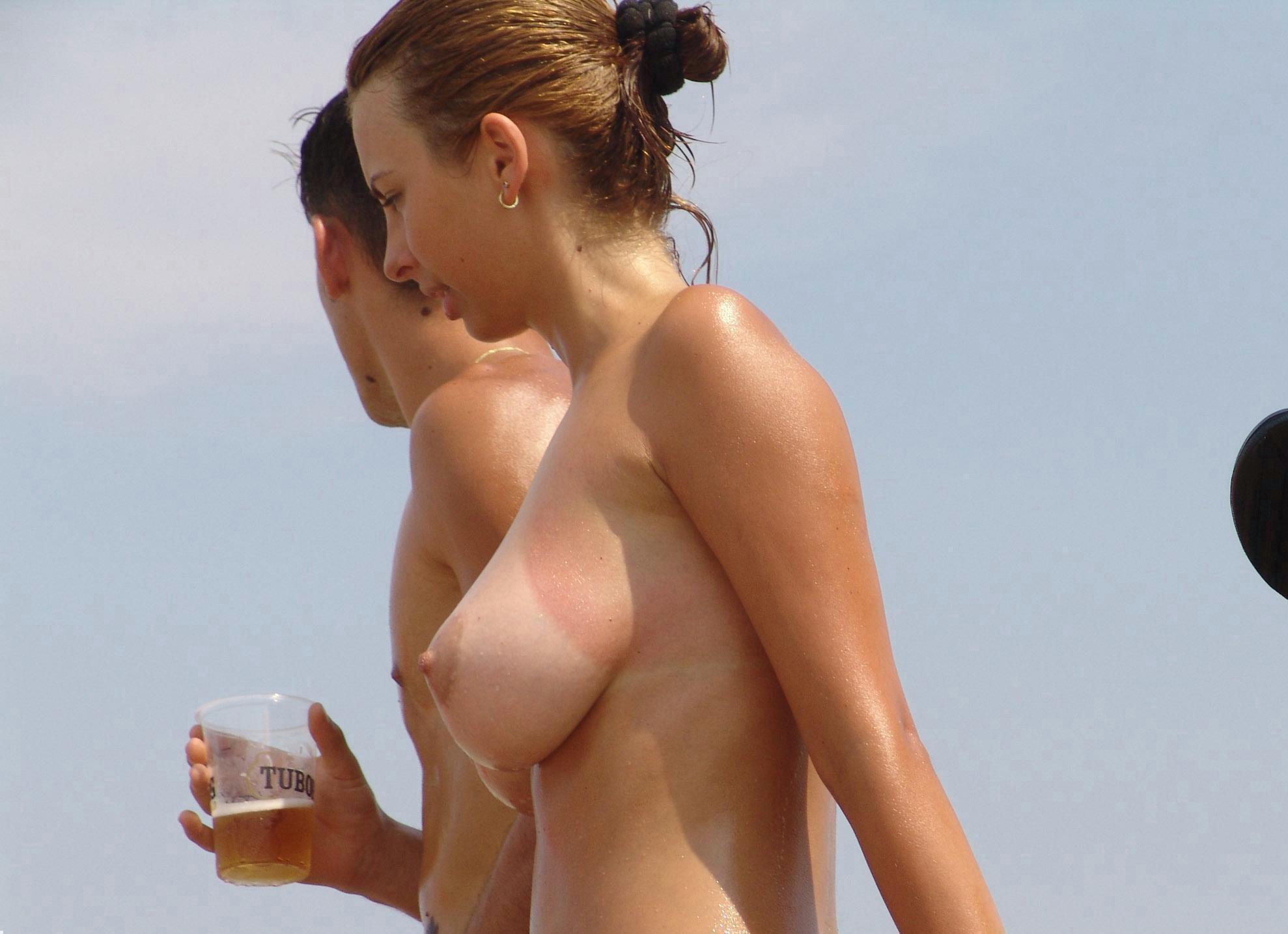 фото девушек топлес без трусов полностью разобралась