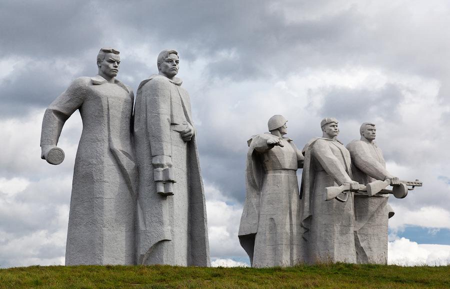 Памятник героям-панфиловцем под Москвой