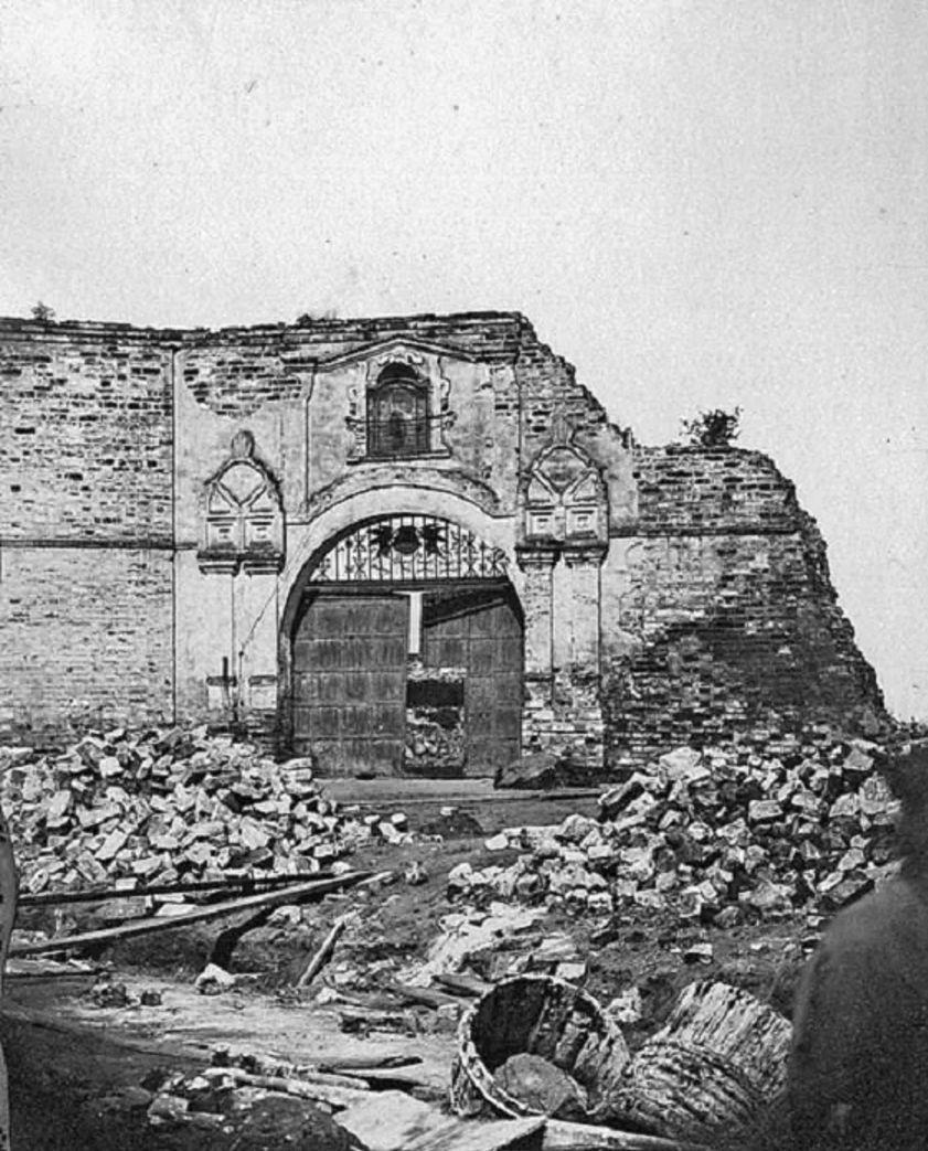 Ворота с сохранившейся иконой Николая Чудотворца