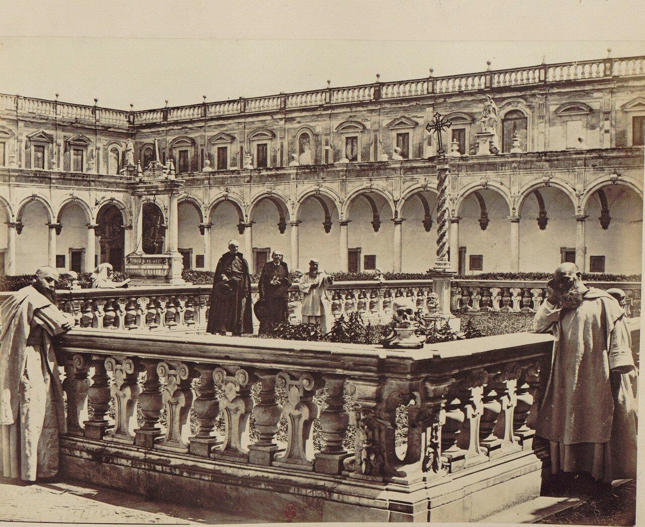 62. Картезианский монастырь святого Мартина. Картезианское кладбище с декоративным колодцем в центре и фруктовым садом