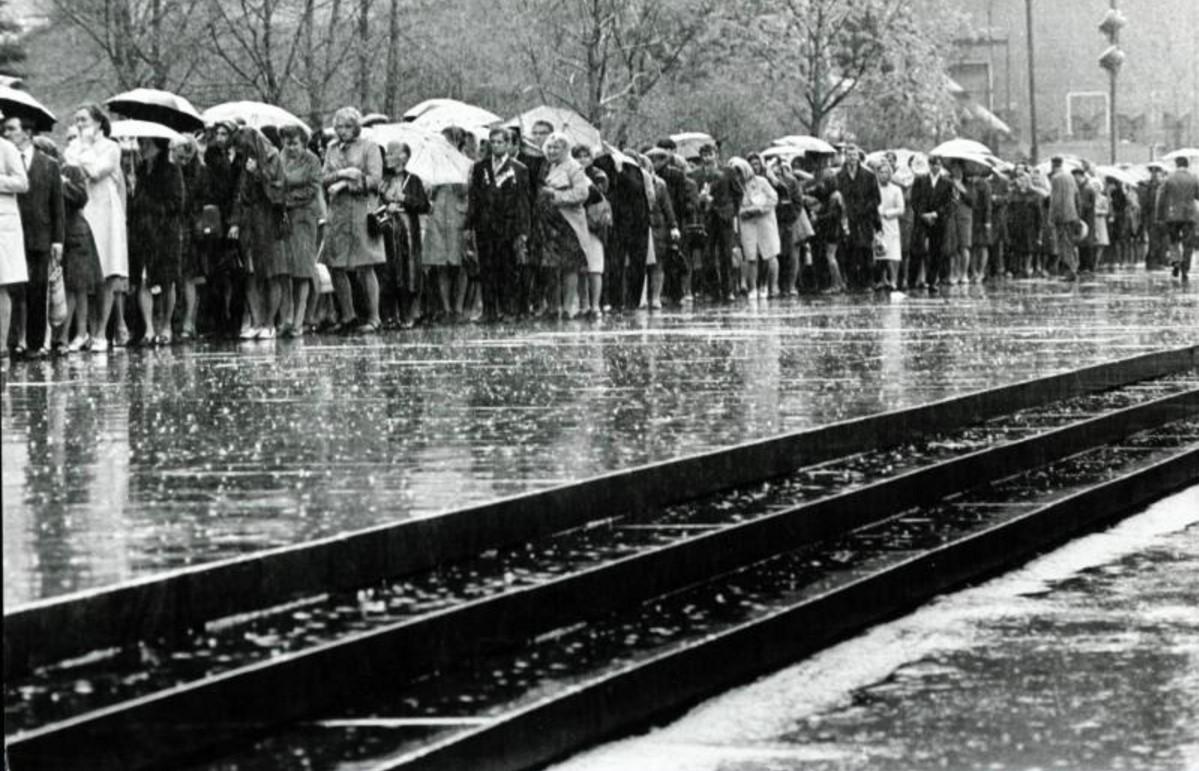 1975. Очередь к могиле Неизвестного Солдата
