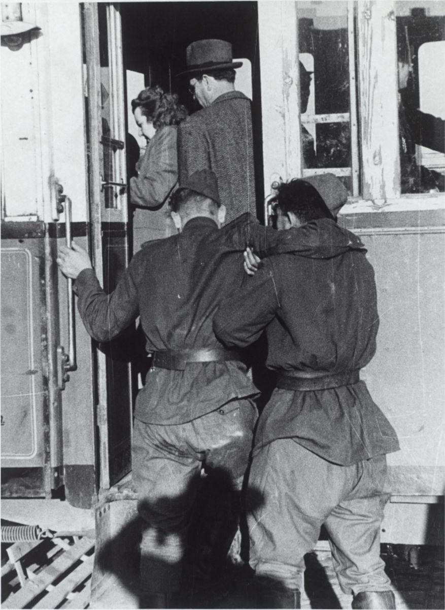 1952. Советские солдаты в Вене