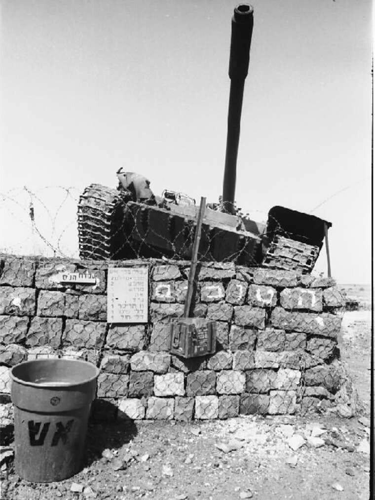 Подбитый сирийский танк на Голанских высотах