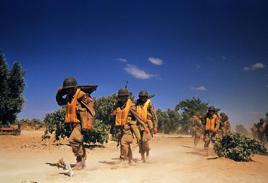 Wonderful Colour Photographs of World War II by Robert Capa (87).jpg