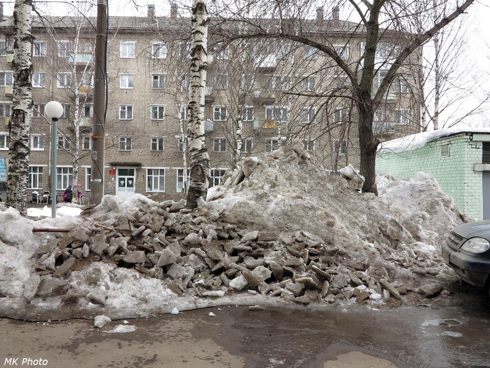 Снег во дворе. Киров