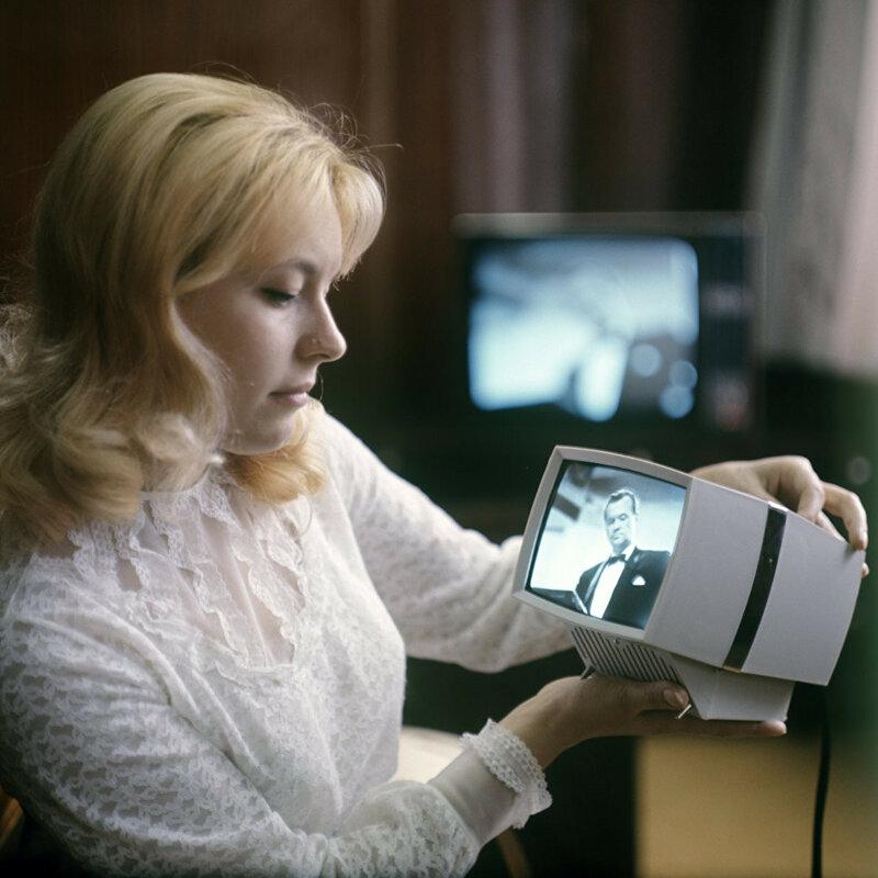 1974 Переносная приставка к телевизору Квант, выпускаемая на Львовском заводе кинескопов. РИА Новости. Б. Криштул.jpg