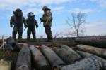 Саперы обезвреживают боеприпасы после пожара на военных складах в Балаклее.png