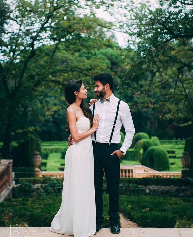 Свадьбу на пригласил с собой знакомую