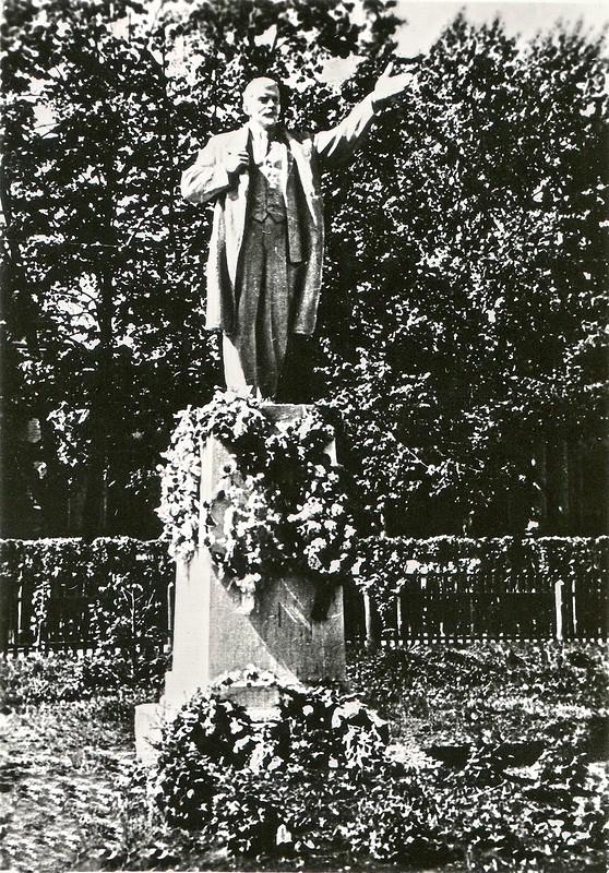 Памятник Ленину в Верх-Нейвинске.