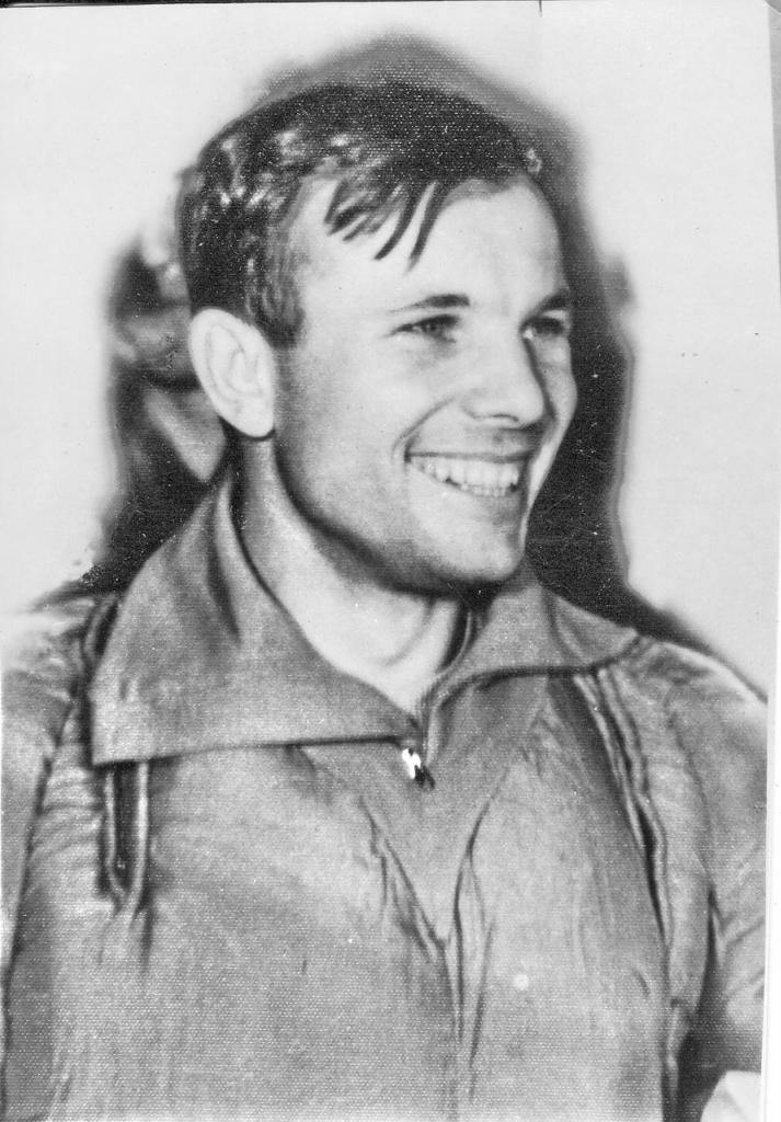 Юрий Гагарин. Первые часы после полёта в космос (15 фото)