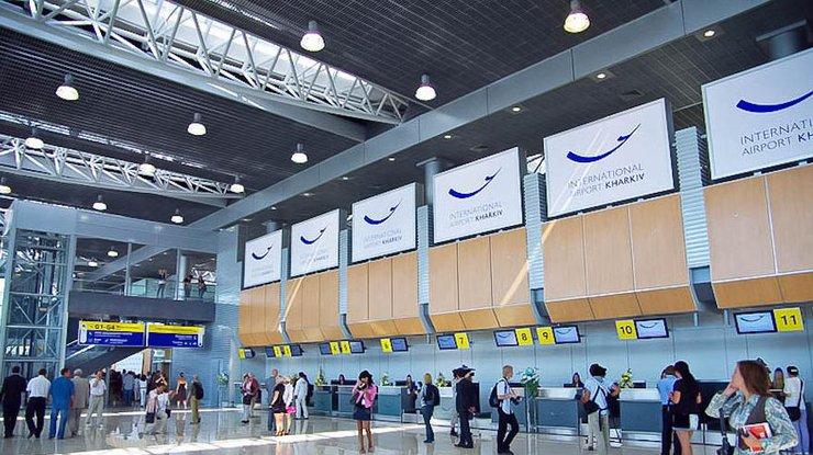 Атака вируса: ваэропорту «Харьков» пассажиров регистрируют вручную