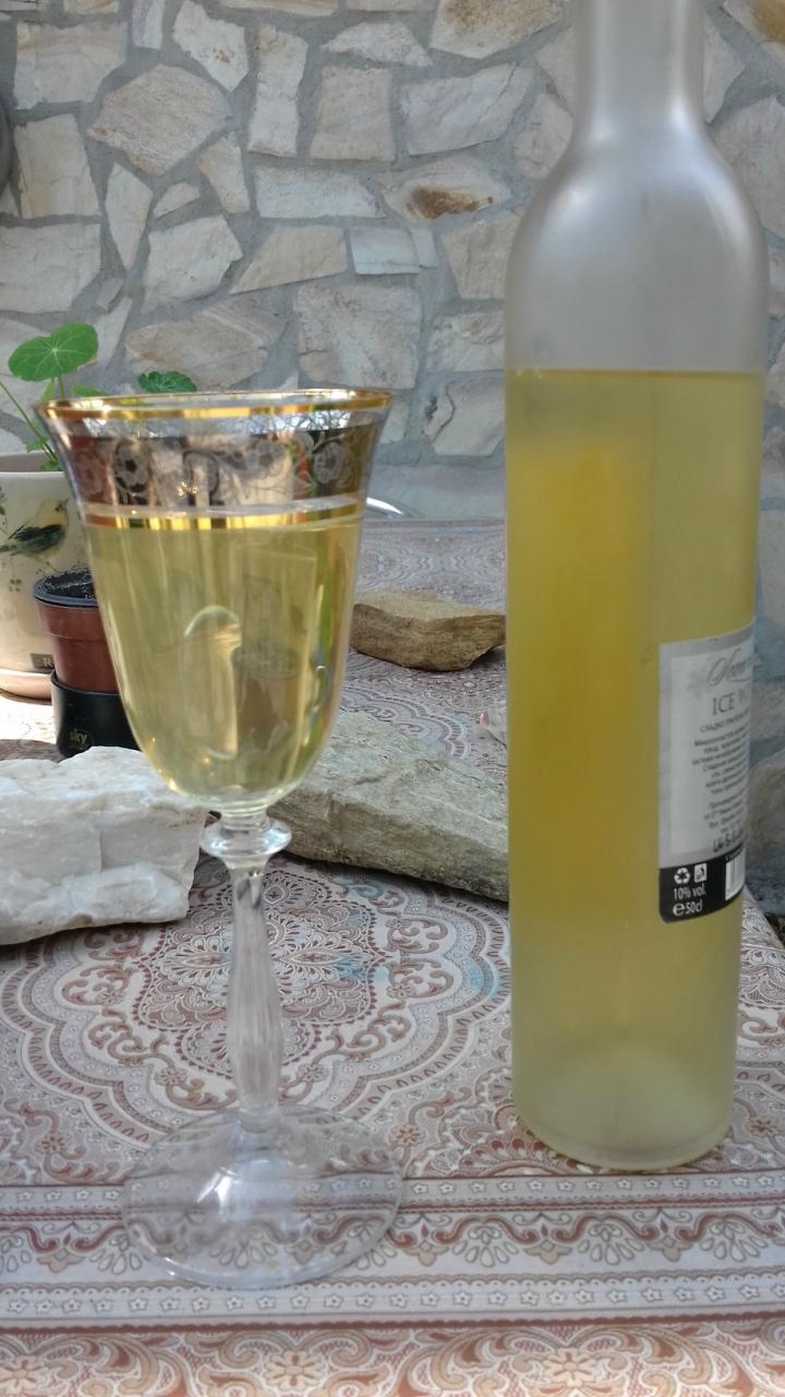 Май. Сад и вино