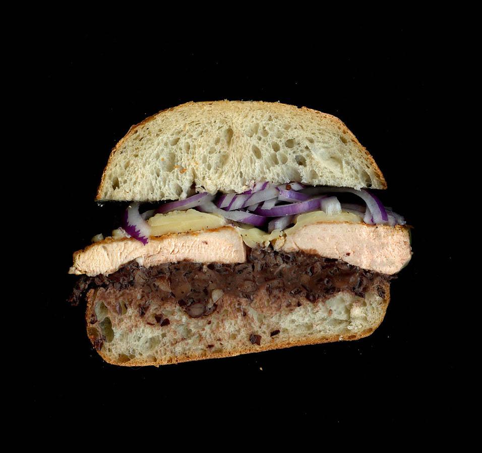 7. Куриная грудка на гриле, черная фасоль, молотый жареный чеснок, плавленый чеддер, черный перец, л