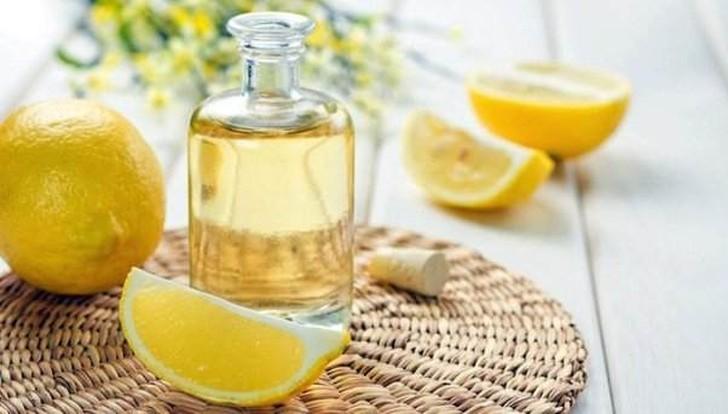 8. Помощь при борьбе с простудой Есть множество способов использования лимонного эфирного масла, нап