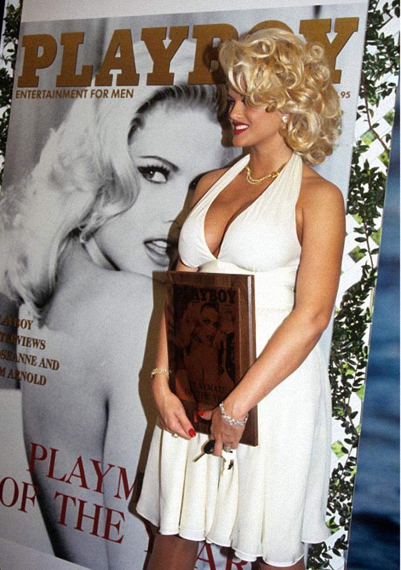 Грудь Анны Николь не оставила равнодушным журнал Playboy. Она попала на обложку мартовского номера в