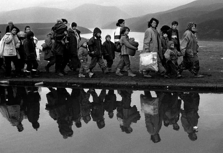 В 1997 году граждане Албании потеряли миллиарды долларов в результате падения финансовых пирамид. Об