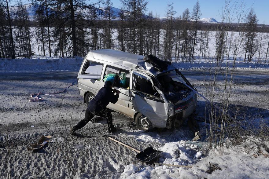 Друг Руслана Андрей неудачно повернул, и его машину занесло и перевернуло. Так что Руслан предложил