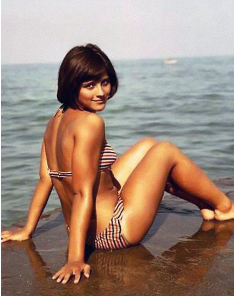 Винтажные фото знаменитых красавиц на пляже (34 фото)