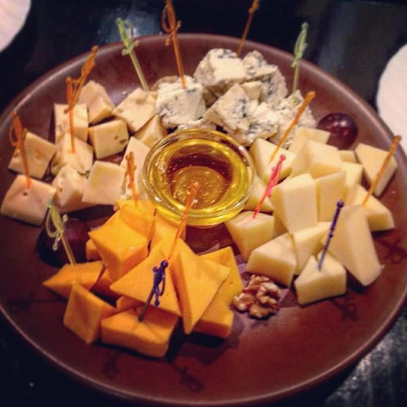 Сырная тарелка Анаис: Не могу сказать, что фото плохое. Некоторые сырные тарелки во Франции выглядят