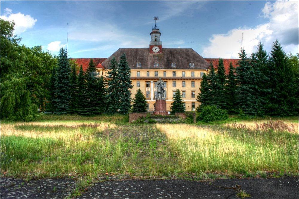 В 1935 году Вюнсдорф стал штаб-квартирой Вермахта — объединенных вооруженных сил нацистской Германии