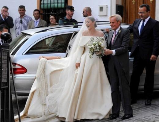 Длинный рейтинг лучших королевских свадебных платьев пополнился еще одним ценным экспонатом: состоял