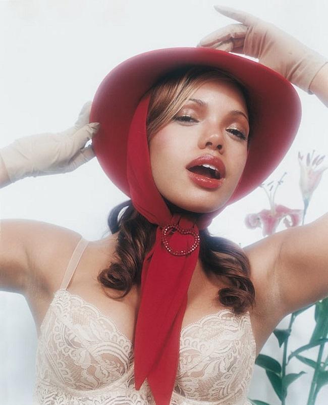 Снимки Жоффруа в свое время печатались в таких глянцевых изданиях, как Glamour, Wad, Vogue Hommes In