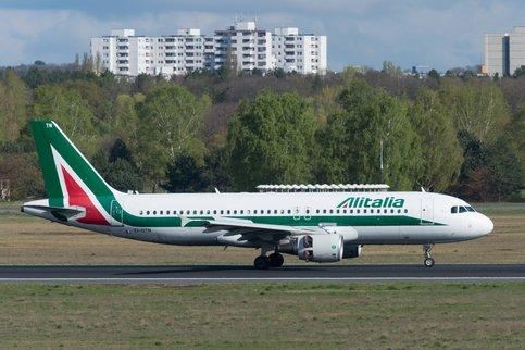 Крупнейшая авиакомпания Италии запустила процедуру банкротства