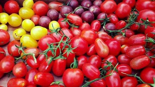Просто куча мелких томатов.