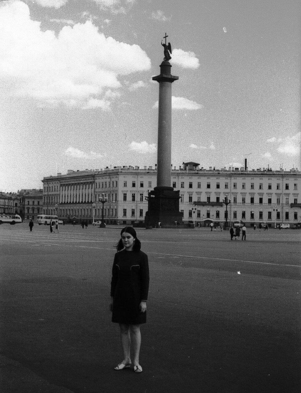 НАШ АДРЕС СОВЕТСКИЙ СОЮЗ. Ленинград, 70-е. Фото Николая Бродяного 002.jpg