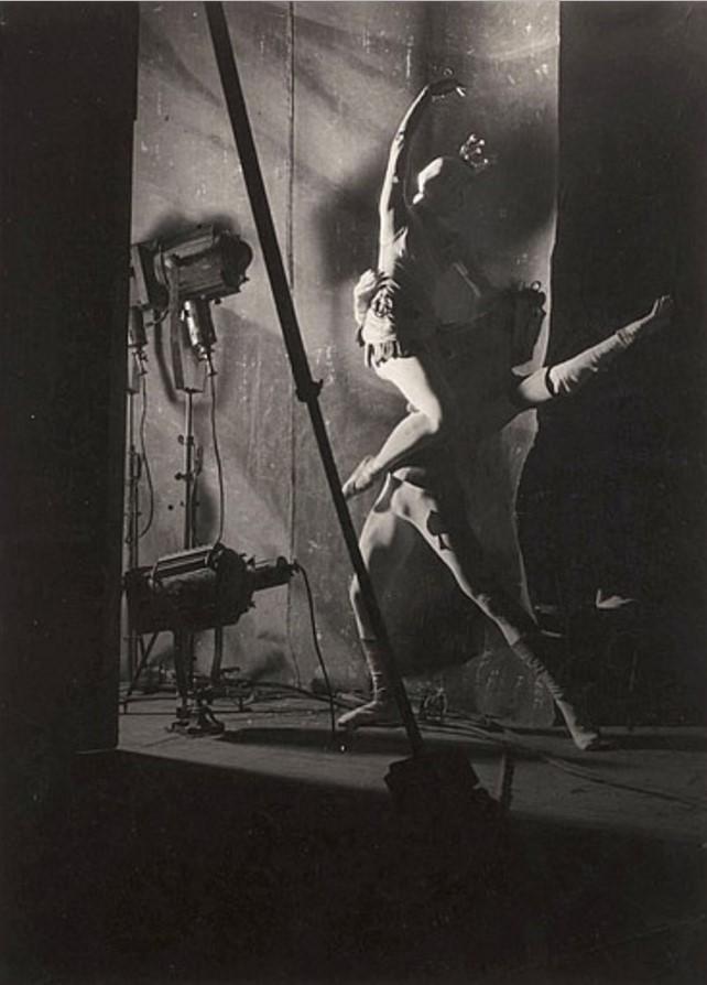 1945. Балет на Елисейских полях, Париж
