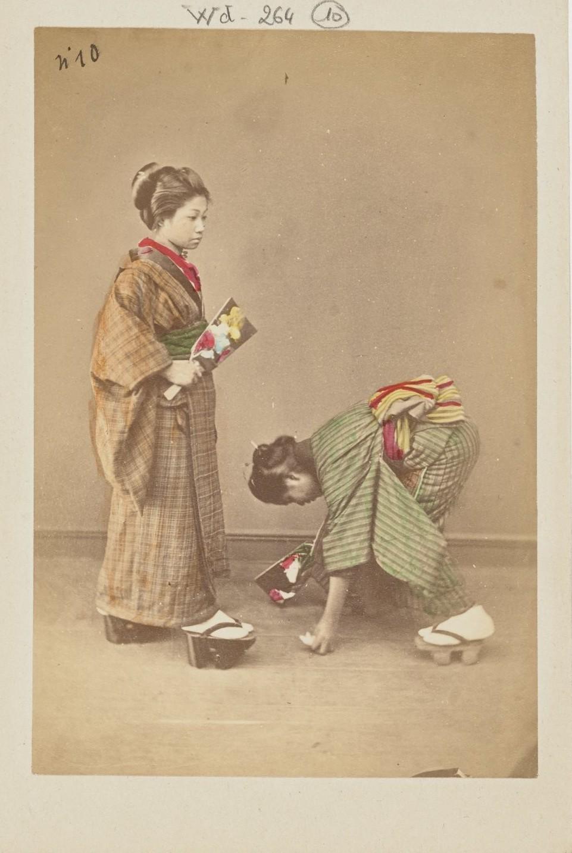 Две женщины за игрой