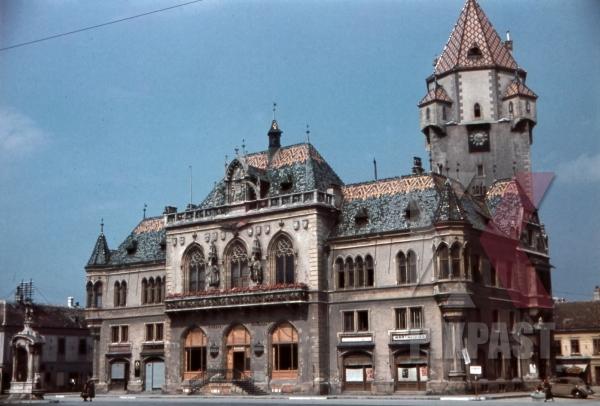 stock-photo-townhall-in-korneuburg-austria-1940-12555.jpg