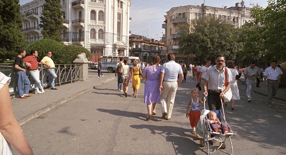 1989 Здесь в Ялте начинается улица Рузвельта. Валерий Шустов, РИА.jpg