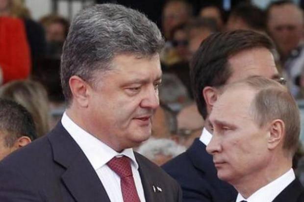 """""""Держатся настороженно. В зале замка царит напряженная атмосфера. Путин смеряет холодным взглядом великана Порошенко"""", - Олланд в книге раскрыл тайны переговоров по Донбассу в 2014 году"""