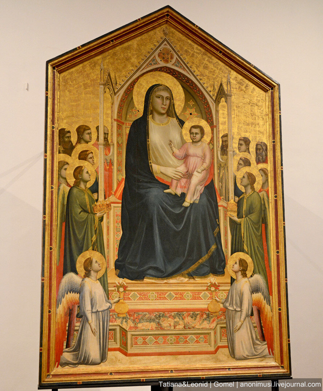 Мадонна с младенцем и двумя ангелами - Джотто. Галерея Уффици. Флоренция