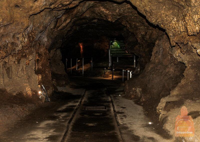 На изучение пещеры уходит минут 15-20