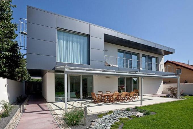 Двухэтажный дом в в Братиславе