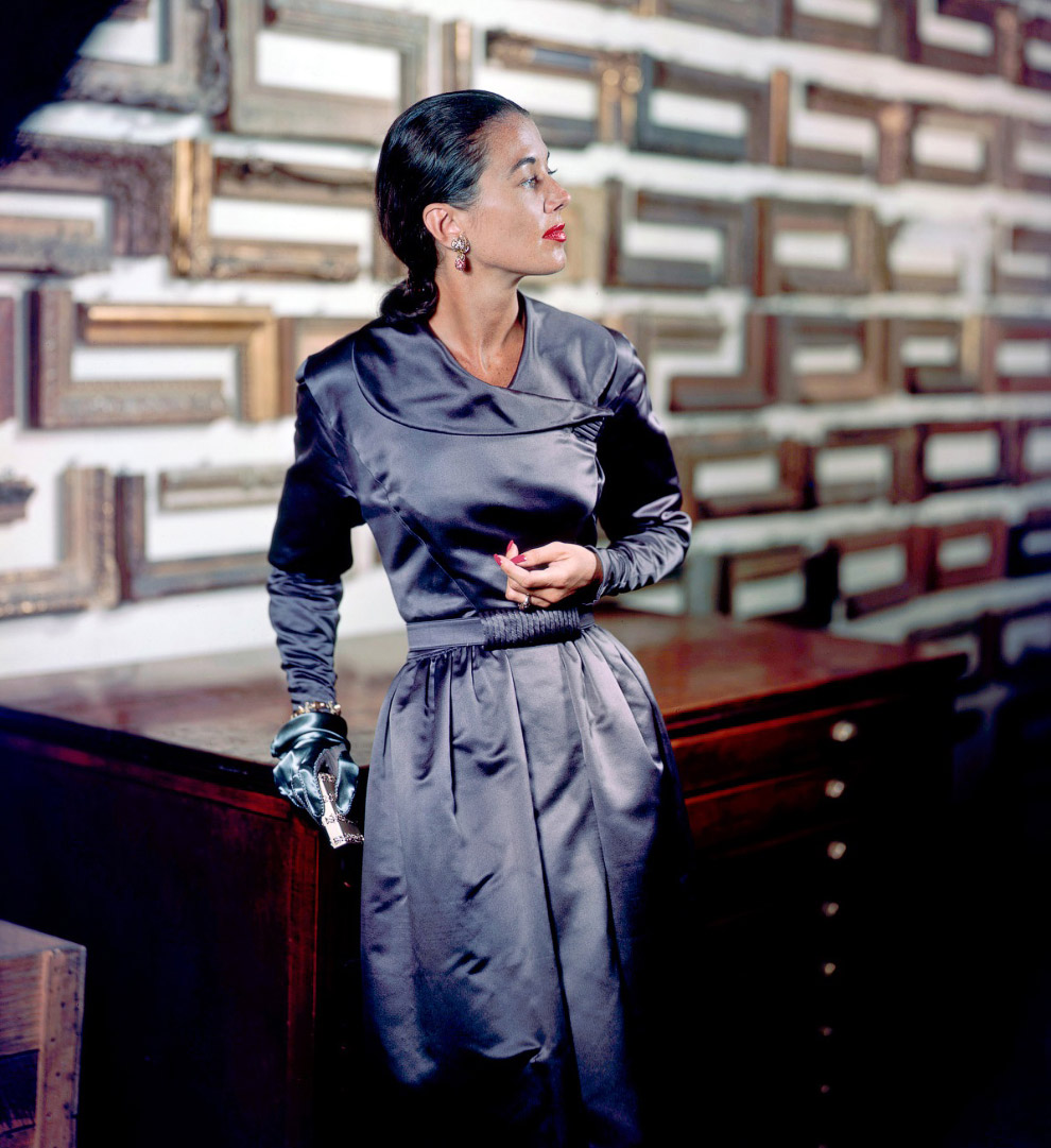 19. Пальто от Эльзы Шиапарелли. Фото Женевьев Нейлор, 1947 год.