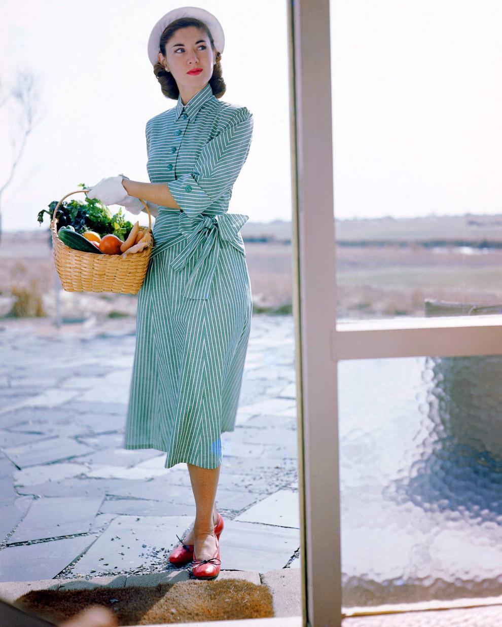 30. Юбка от Слот, свитер от Маджестик, и шляпка от Бетмар, 1949 год.
