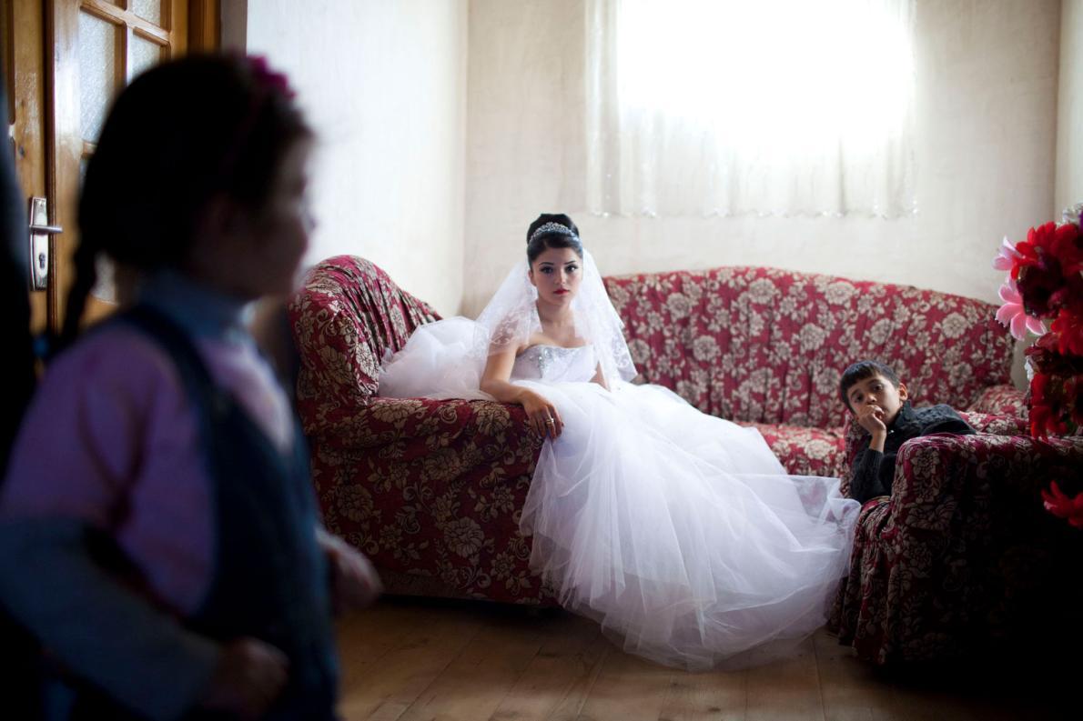 17-летняя невеста из грузинских азербайджанцев, живущая в Кахетии, ждет приезда жениха в день свадьб
